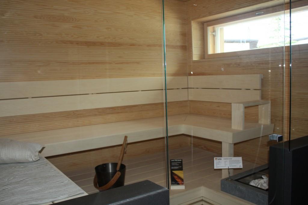 Talo 7 - Passiivikivitalo Leija Tässä saunassa katselin että on muuten mukavan leveä ikkuna. Ajattelin kyllä josko vielä sen muutoksen tekisi meidän saunan ikkunaan. Olisi hieno.