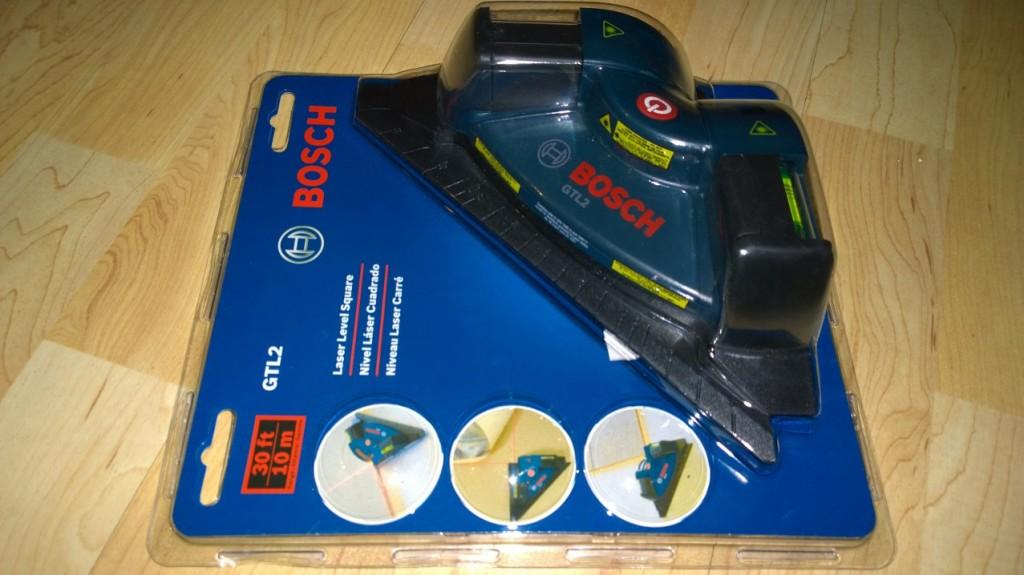 Bosch GTL2 Laser Square.  Heijastaa pinnalle suorakulman kahdella laserilla. Varustettu kahdella vesivaa'alla ja toimii yhden napin painalluksella.