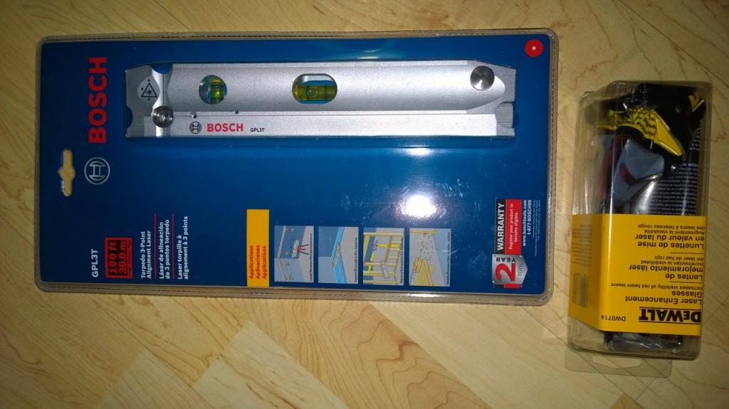 Bosch GPL3T 3-Point Torpedo Laser Alignment Kit Mitenhän tämän kääntäisi? 3-piste laser kuitenkin. Tälläistä en suoraan löytänyt suomessa myytävänkään, mutta pystyy esimerkiksi helposti tarkastamaan viemäriputkien kaatoja yms. Alapinta on kaareva joten pysyy putken päälle itsestään.