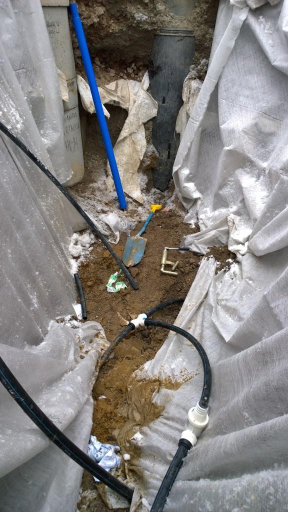 Vesiliitokset tehty ja kaivojen porauksen vuoro.